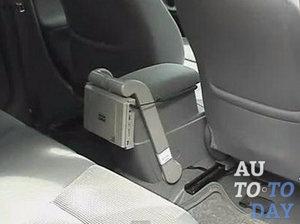 Автомобильный монитор на подлокотник