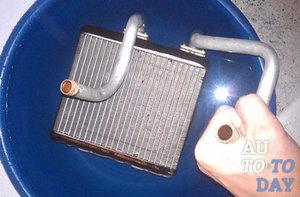 Проверяем на течь радиатор отопителя