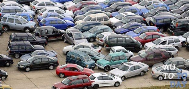 Что делать если машину стоящую на парковке пацарапали