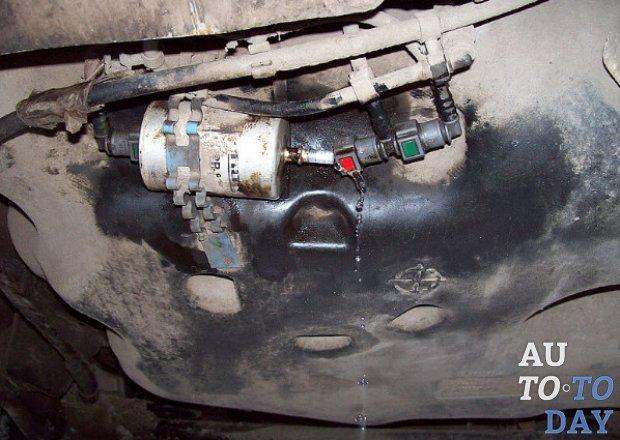 Где находиться топливный фильтр на логан
