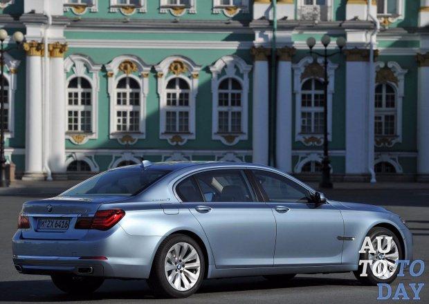 BMW снова отзывает флагманский седан 760Li из-за утечки масла