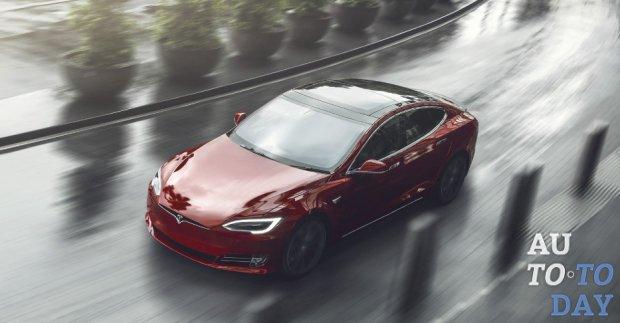 Tesla не справляется с нагрузками и просит помощи в доставке 30 000 автомобилей