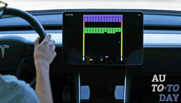 В электромобилях Tesla появились популярные мобильные игры