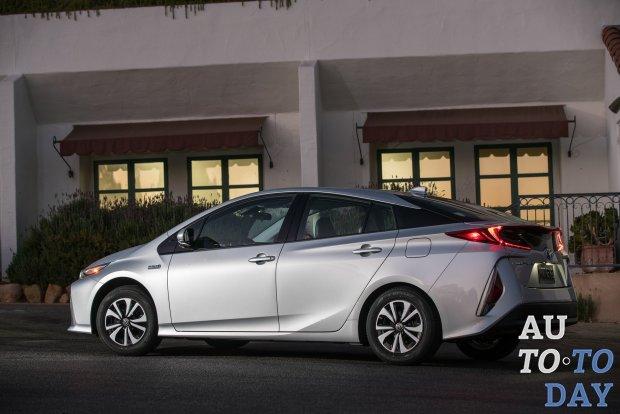 Гибридная Toyota Prius Prime получила пятиместную конфигурацию