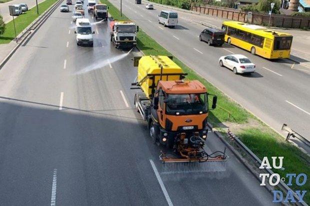 Для уборки киевских улиц будут использовать современные моющие машины
