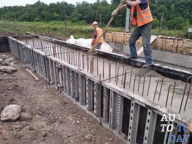 На юге Киевской области идёт масштабный ремонт сразу двух мостов
