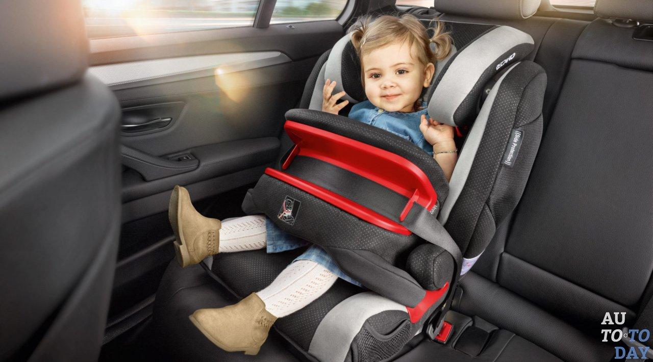 Пристёгнутый ребёнок на заднем сидении
