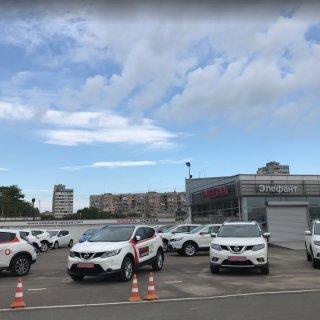 Nissan «Элефант»