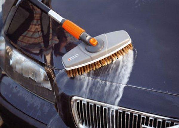 Как помыть машину? - Щетка или губка?