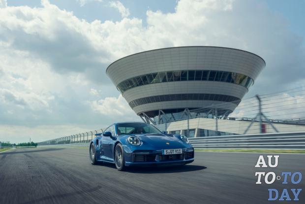Porsche 911 Turbo отмечает свое 45-летие